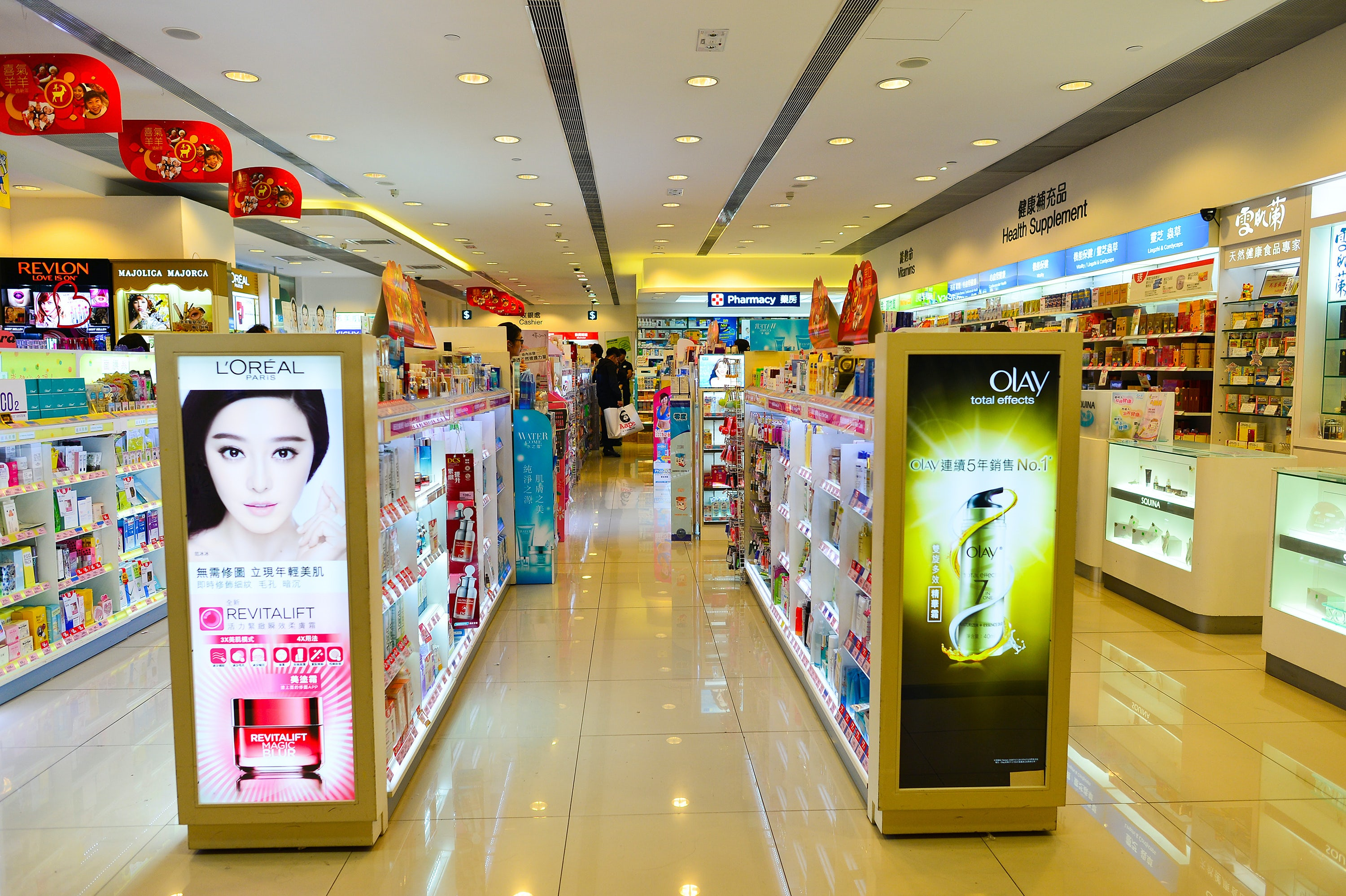 A beauty store in a Chinese shopping mall. Shutterstock.