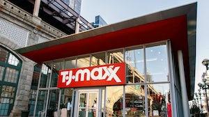 折扣零售商TJ Maxx。在上面。