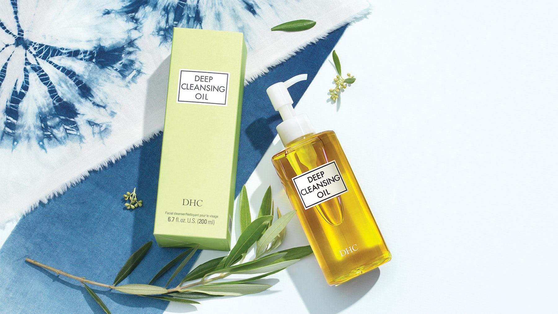DHC的深层清洁油是品牌的英雄产品。DHC。