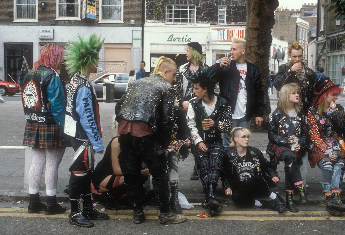 Punks wearing Dr Martens hanging out on the Kings Road, London 1983 | Source: Courtesy
