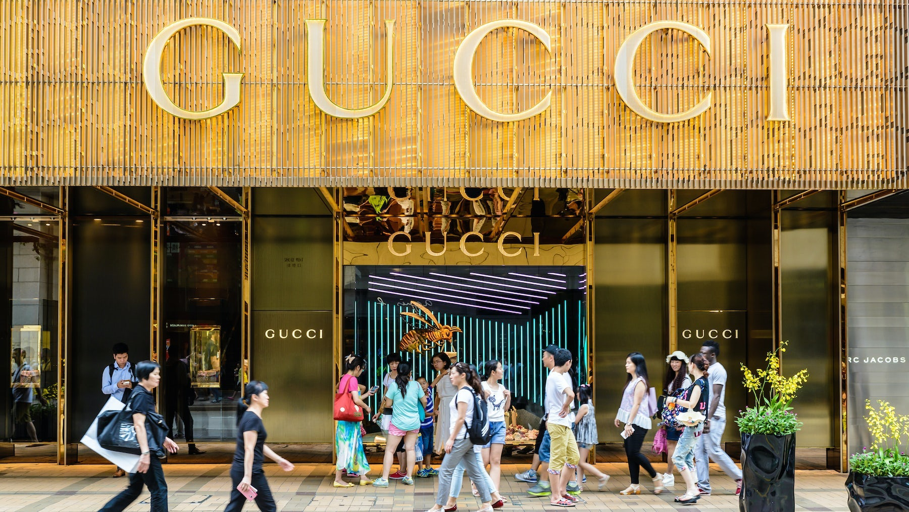 Chinese shoppers at Gucci. Shutterstock.