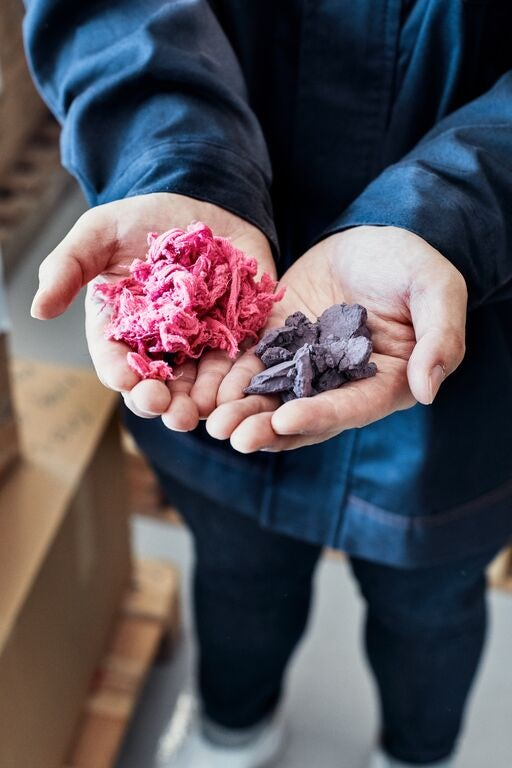 HKRITA's recycling technology produces polyester fibres and cellulose powder. Source: H&M Foundation.