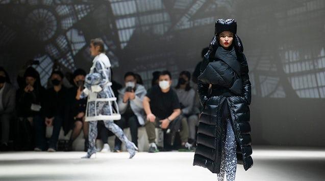 波司登与Jean Paul Gaultier的合作帮助提升了品牌在当地消费者心目中的形象。 波司登