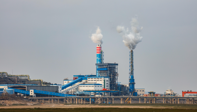 Smokestacks at a chemical plant on the banks of Poyang Lake. Shutterstock.