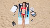 许多品牌潜水到泳装中作为流行病中的户外活动繁荣的销售。盖蒂图像。