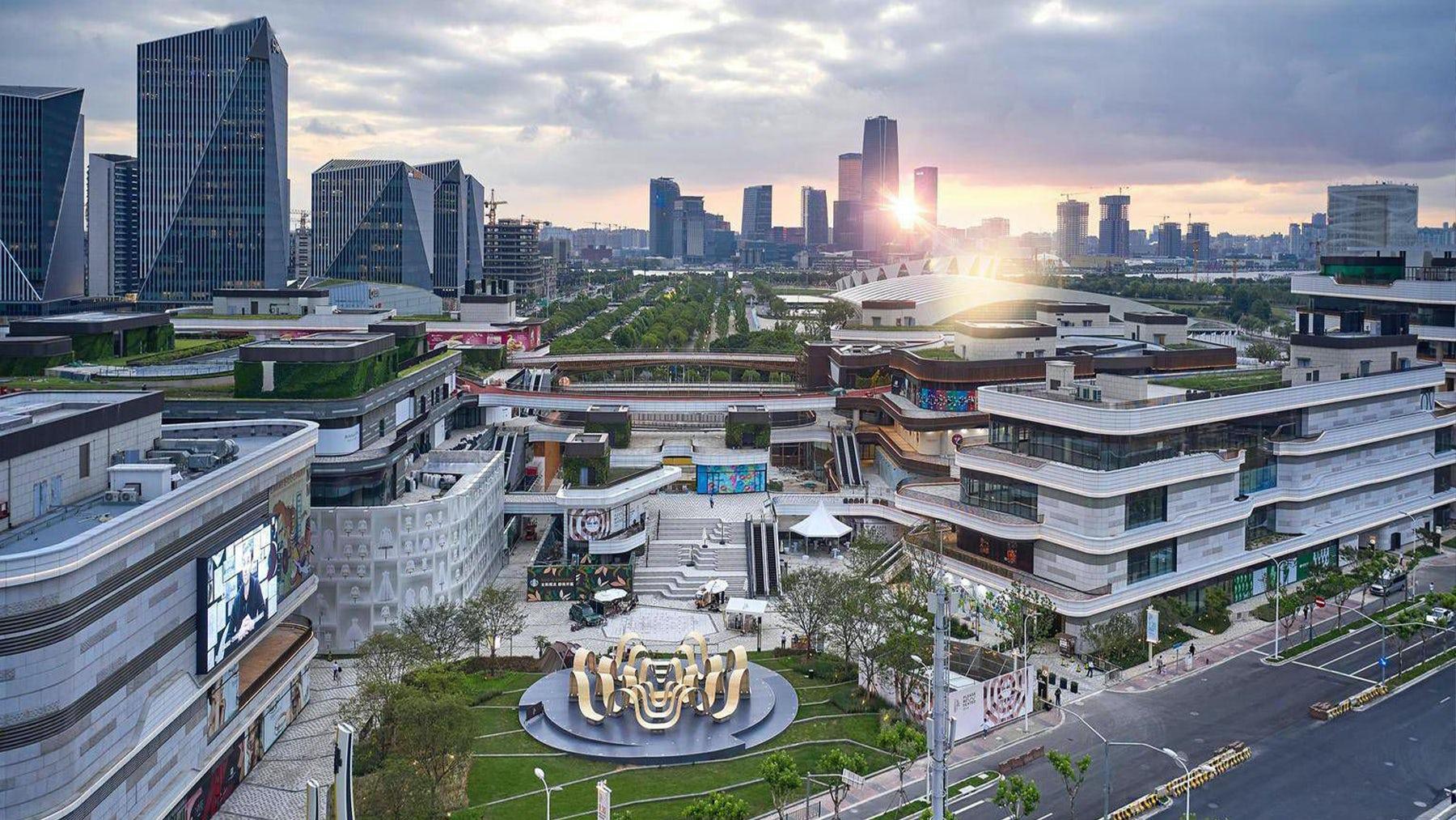 太古李千潭是太古地产在上海新建的购物中心,占地面积超过12万平方米。太古。