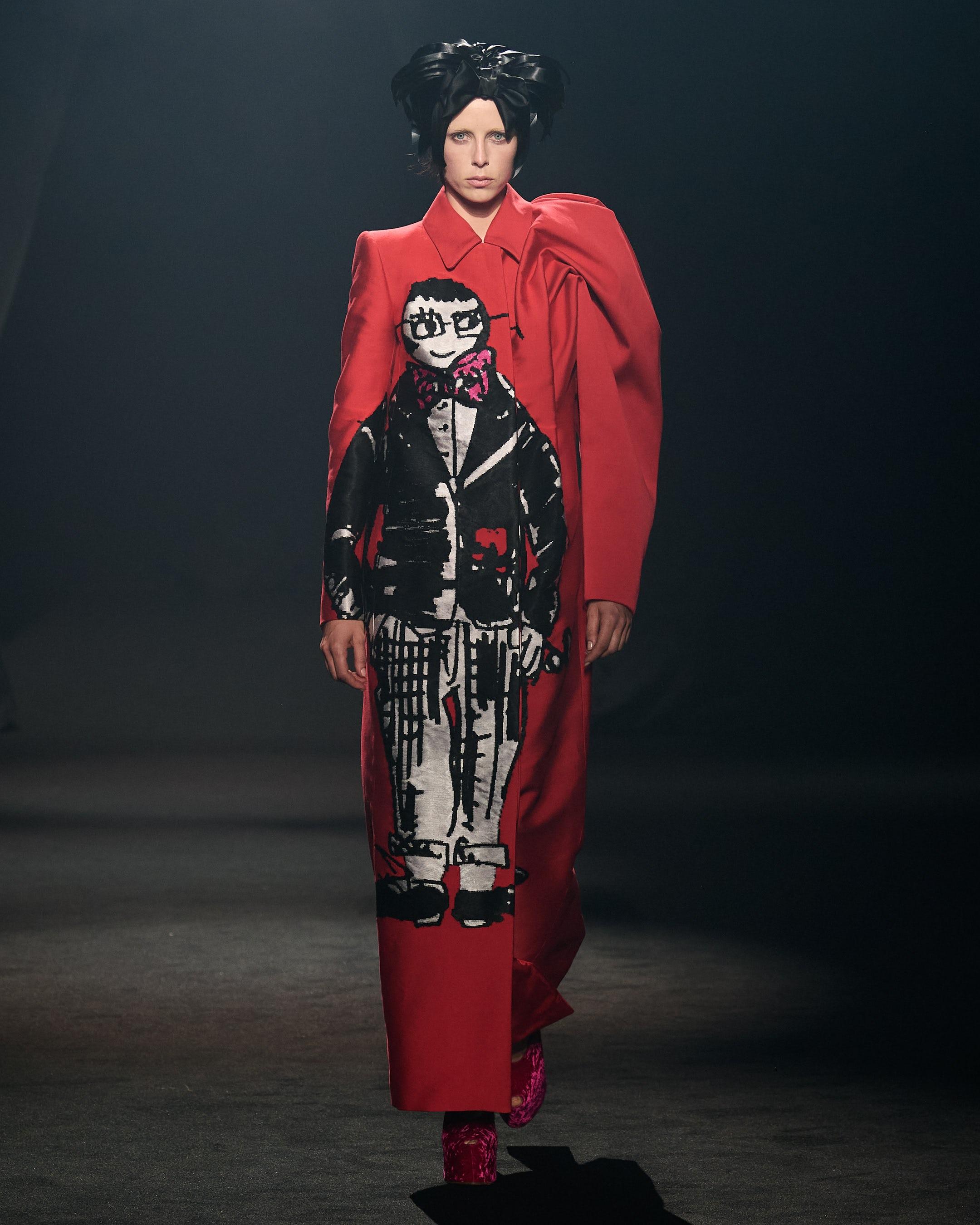 作为巴黎时装周的一部分,艾迪·坎贝尔(Edie Campbell)在阿尔伯·埃尔巴兹(Alber Elbaz)致敬秀上穿着德里斯·范诺顿(Dries van Noten)的服装走在T台上。礼貌亚博账号忘记了怎么办