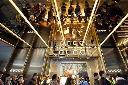 Queue outside Gucci store. Info Seek China.