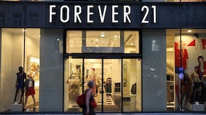 Forever 21商店。在上面。