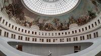 商业交易所的圆形大厅,François皮诺在巴黎的新博物馆。盖蒂图片社。