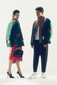 第一看新的法拉利时尚系列由罗科伊安内。礼貌。