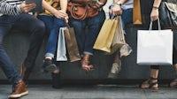随着大流行限制的放宽,消费者的支出也在增加。在上面。