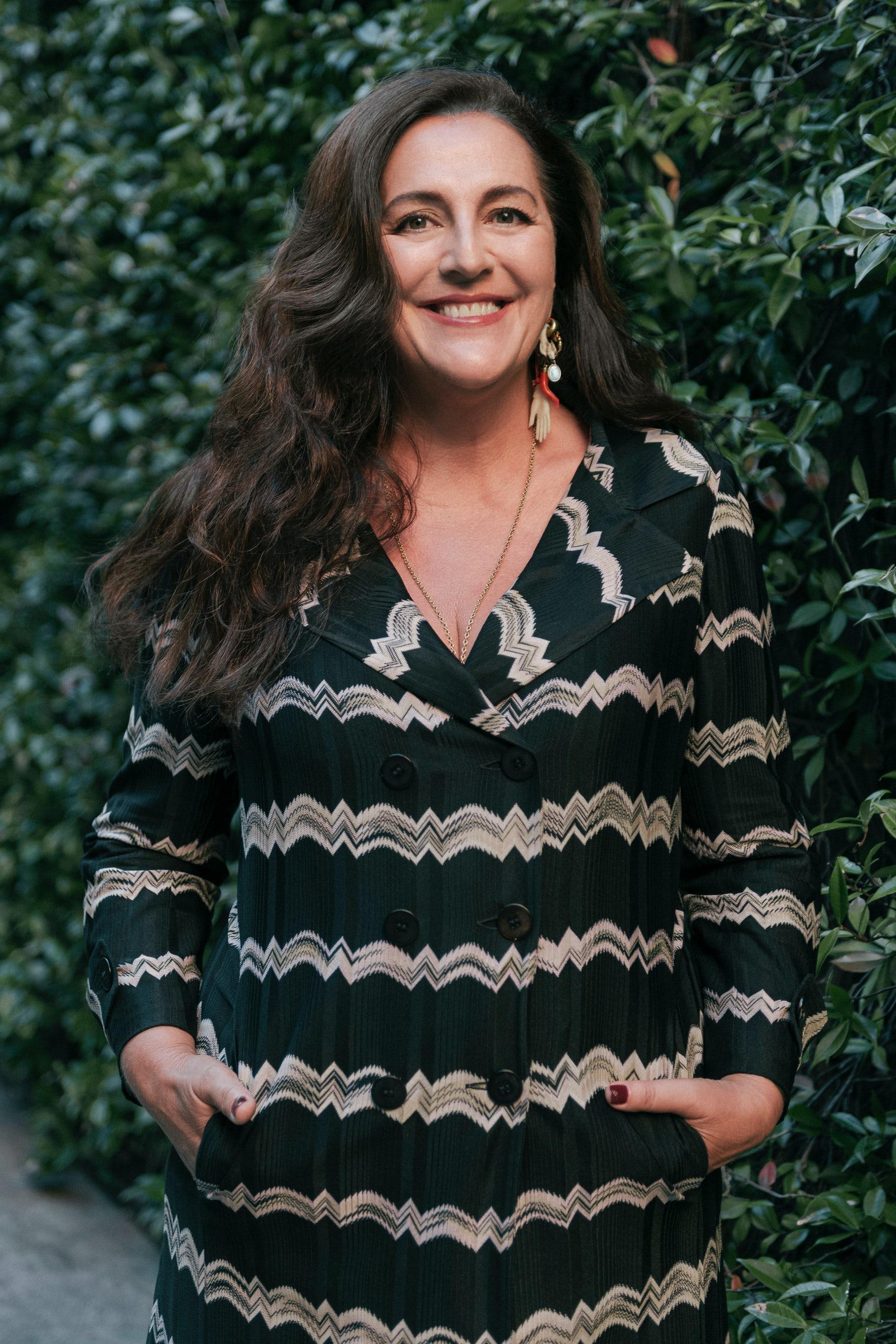 安吉拉·米索尼(Angela Missoni)将从以她的家族名字命名的米兰品牌的设计职责上退下来。西蒙Lezzi。