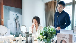 Li Chun, the brand ambassador of Natura Bisse in China, experiences the brand's products. Ushopal