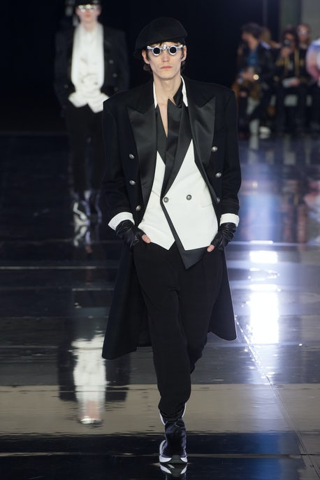 e79348a619e Balmain in Black and White   Fashion Show Review, Menswear - Autumn ...