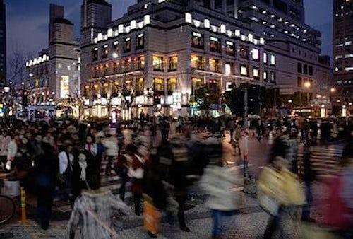 Shoppers in Shanghai | Source: ChinaLuxCultureBiz