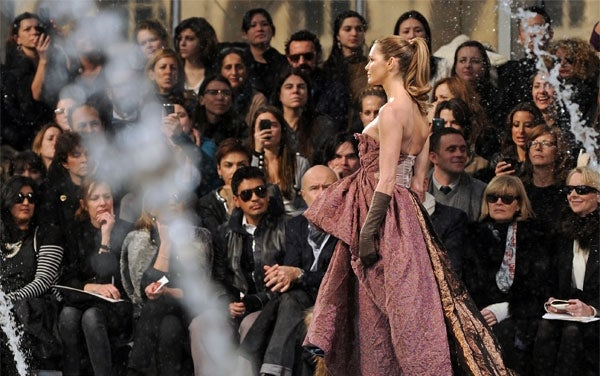 Elle Macpherson at Louis Vuitton A/W 2010 | Source: Fashionising