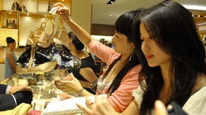 Chinese Consumers in Louis Vuitton   Souce: Luxuo