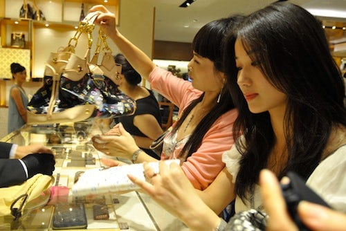Chinese Consumers in Louis Vuitton | Souce: Luxuo