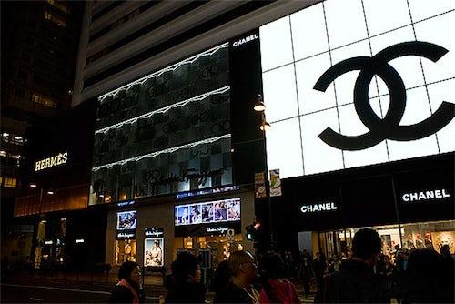 Hong Kong shopping district | Source: Purse Rush