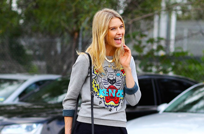 Natalie Cantell in a Kenzo tiger sweatshirt | Source: Phil Oh/Streetpeeper