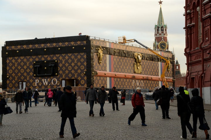 Louis Vuitton trunk in Red Square | Source: AFP