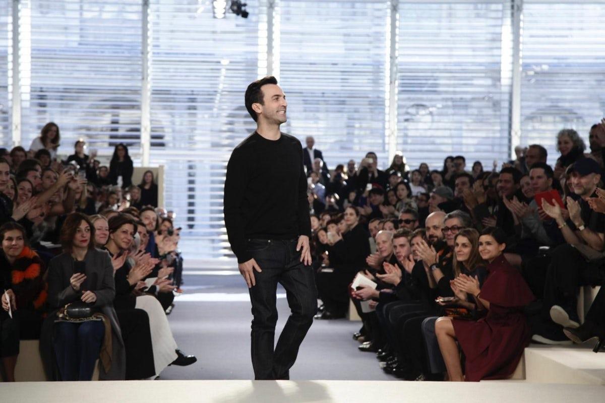Nicolas Ghesquière bows at Louis Vuitton | Source: Nowfashion.com