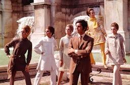 Valentino and models near the Trevi Fountain, 1967 | Source: The Art Archive/Mondadori Portfolio/Marisa Rastellini