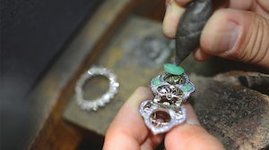 Setting the chrysoprase gemstone for a 'Lotus d'Orient' cocktail ring | Source: Van Cleef & Arpels