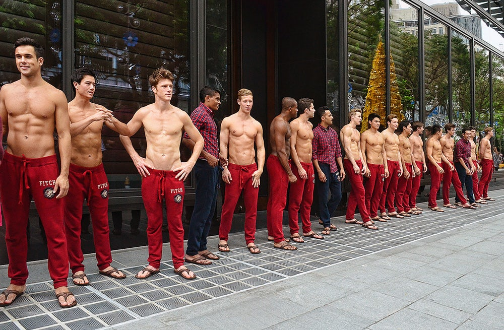 Models in front of an Abercrombie & Fitch store | Source: Flickr