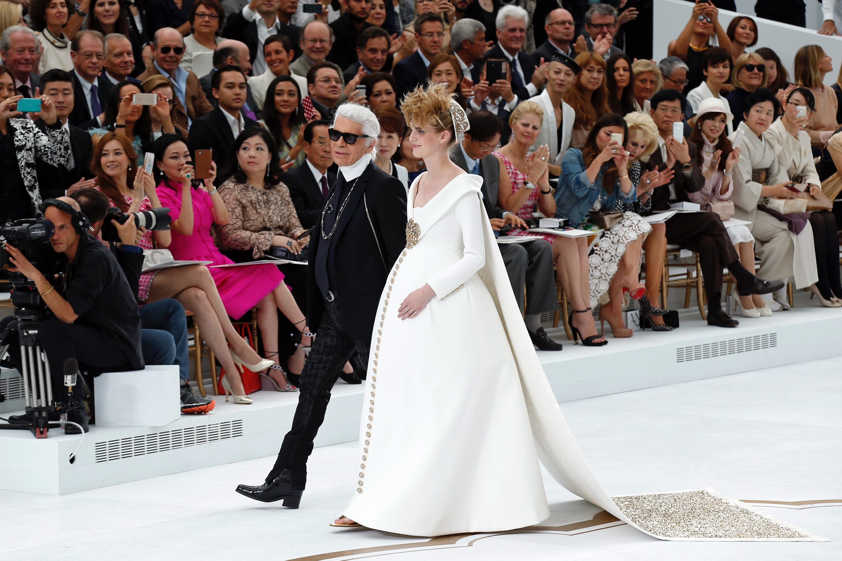 Chanel Recalls Le Corbusier in Glittering, Snow-White and Red Collection