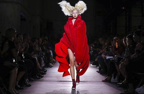 Comme des Garcons, Paris Fashion Week Spring/Summer 2015 | Source: Nowfashion.com