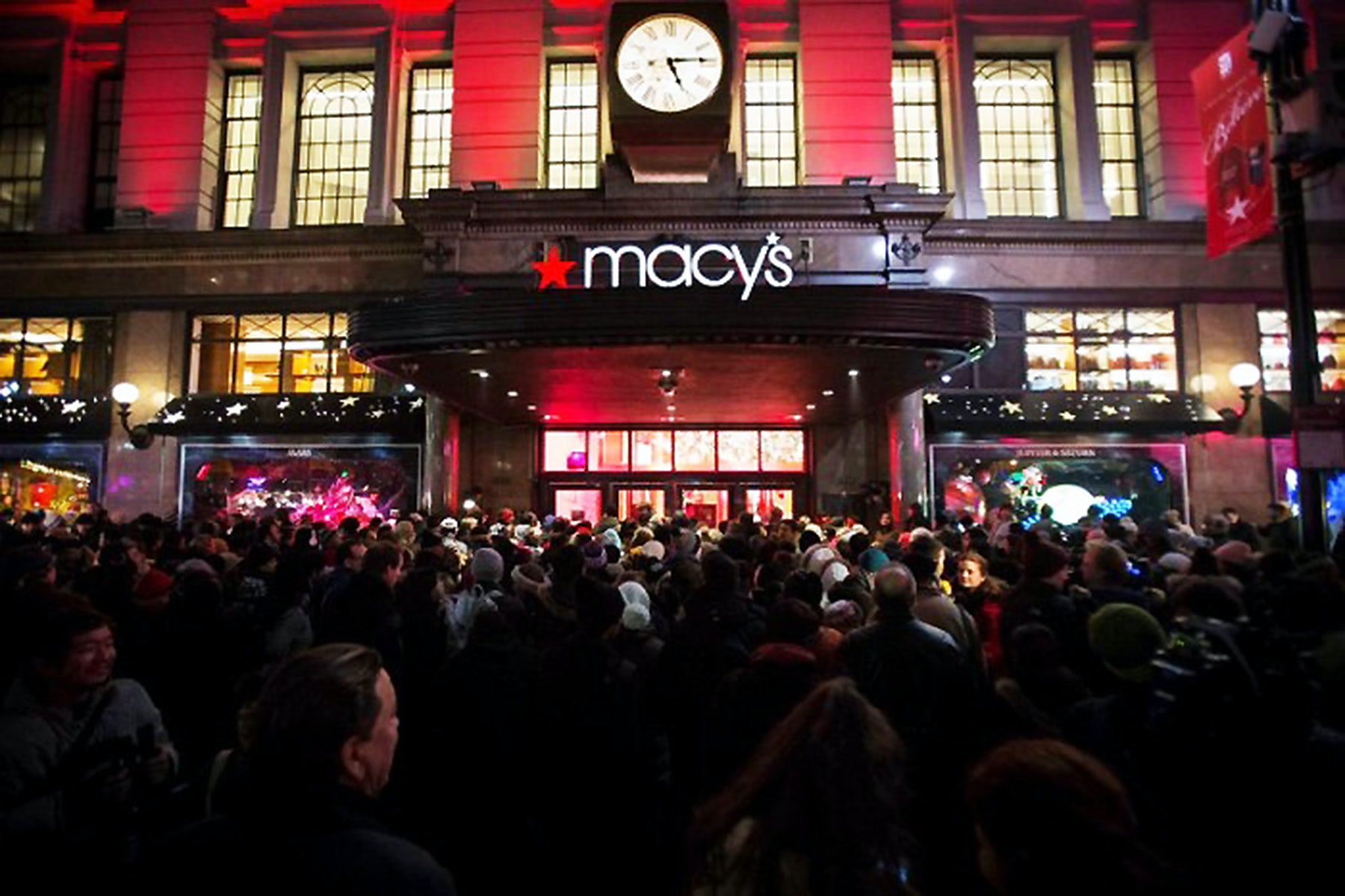 Department Stores Change Tactics as They Lose Ground to Screens