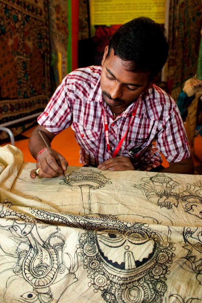 A Kalamkari artist | Source: Shutterstock