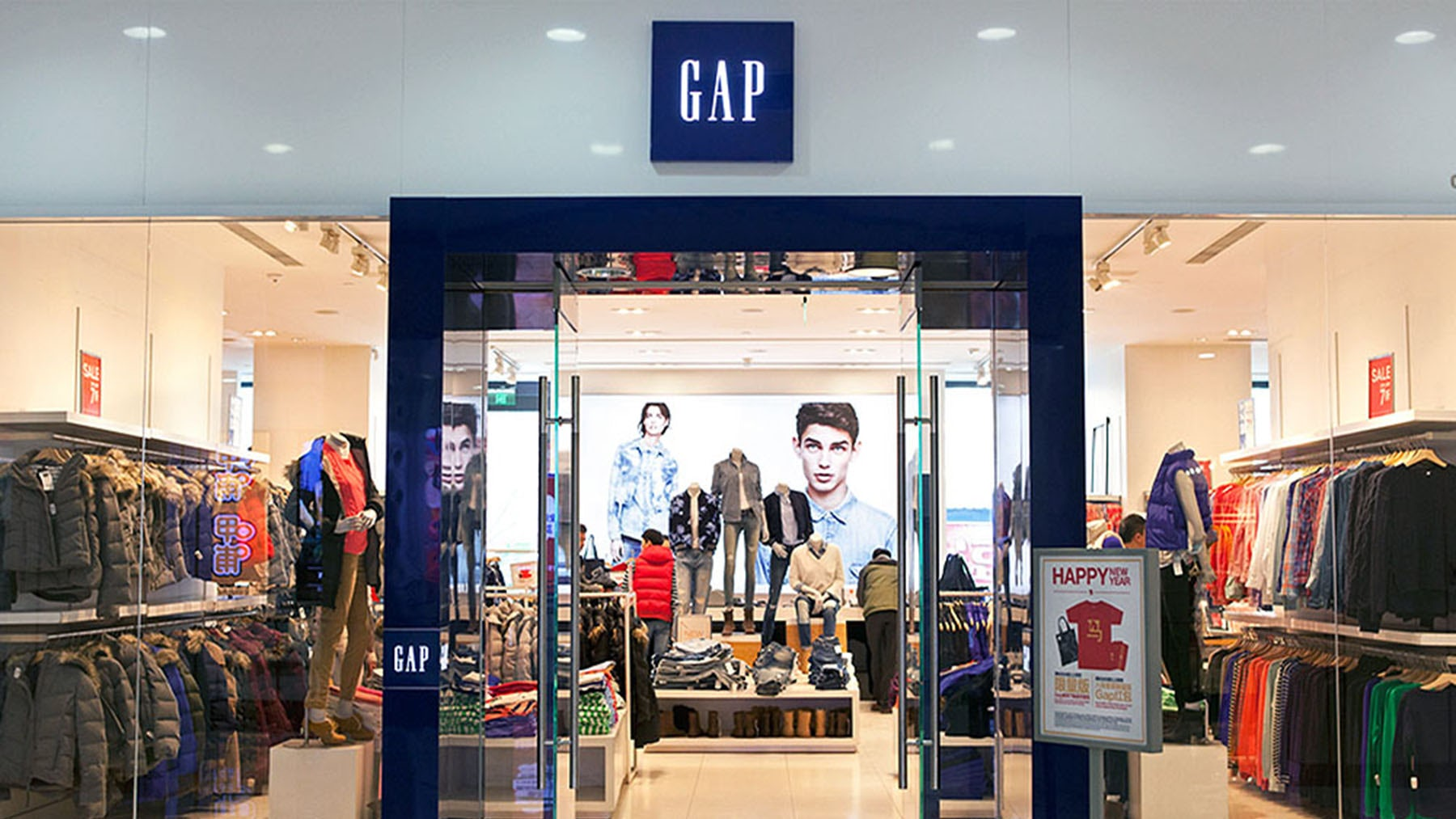 Gap Sinks After CEO of Ailing Flagship Brand Leaves