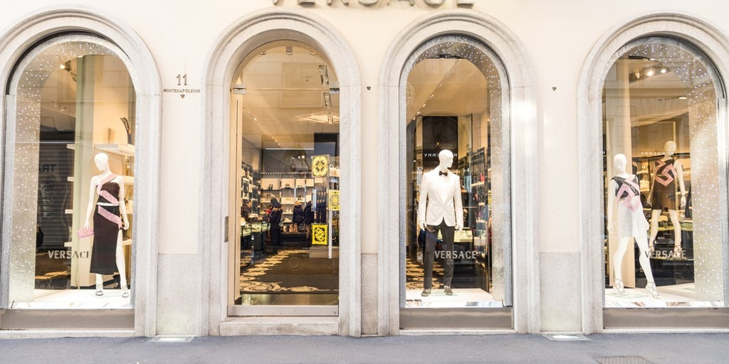 Versace To Award Management Stock As Ipo Plan Remains On Track