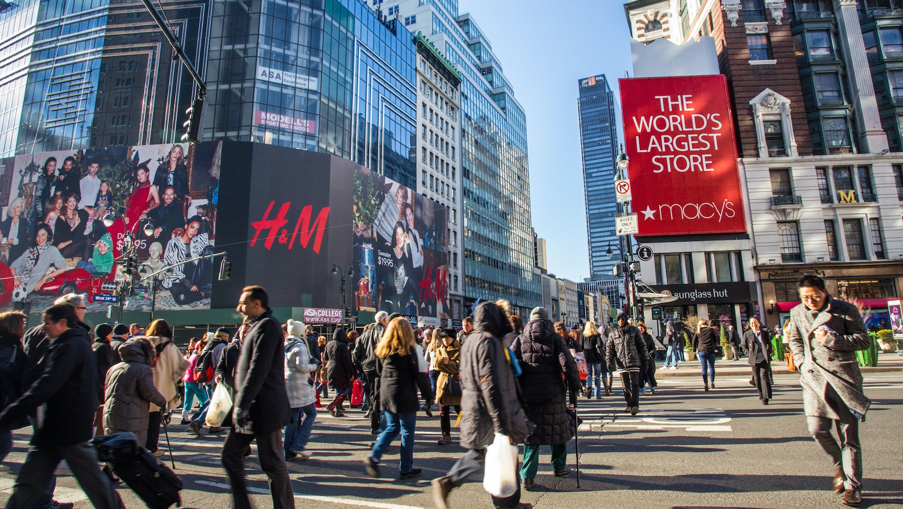 Holiday shoppers in New York | Source: Shutterstock