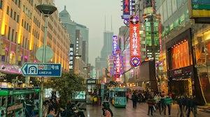 East Nanjing shopping street in Shanghai, China | Source: Wikimedia Commons