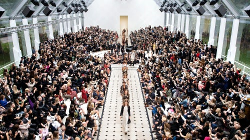 The finale of Burberry's womenswear Spring/Summer 2016 show | Source: Burberry