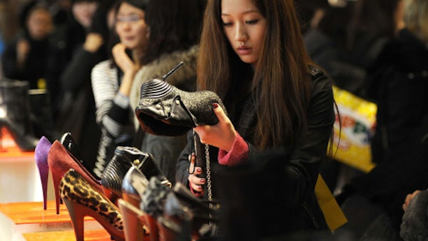 Chinese shopper | Source: Reuters