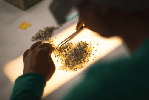 De Beers diamond sorting | Source: De Beers