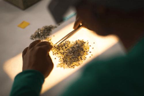 De Beers diamond sorting | Source: De Beers