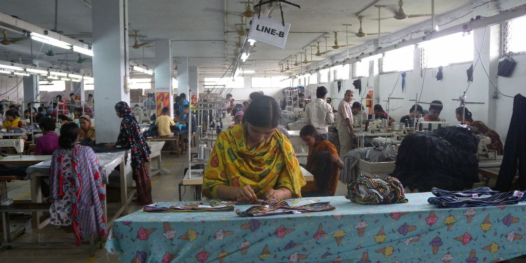 bangladeshís textile essay Among them are cotton, textile, manufacturing, shipbuilding, steel, jute oil-refinery, paper, chemical, cement and leather in recent years, ready made clothing industry has substituted jute as the main export-earner for the country.