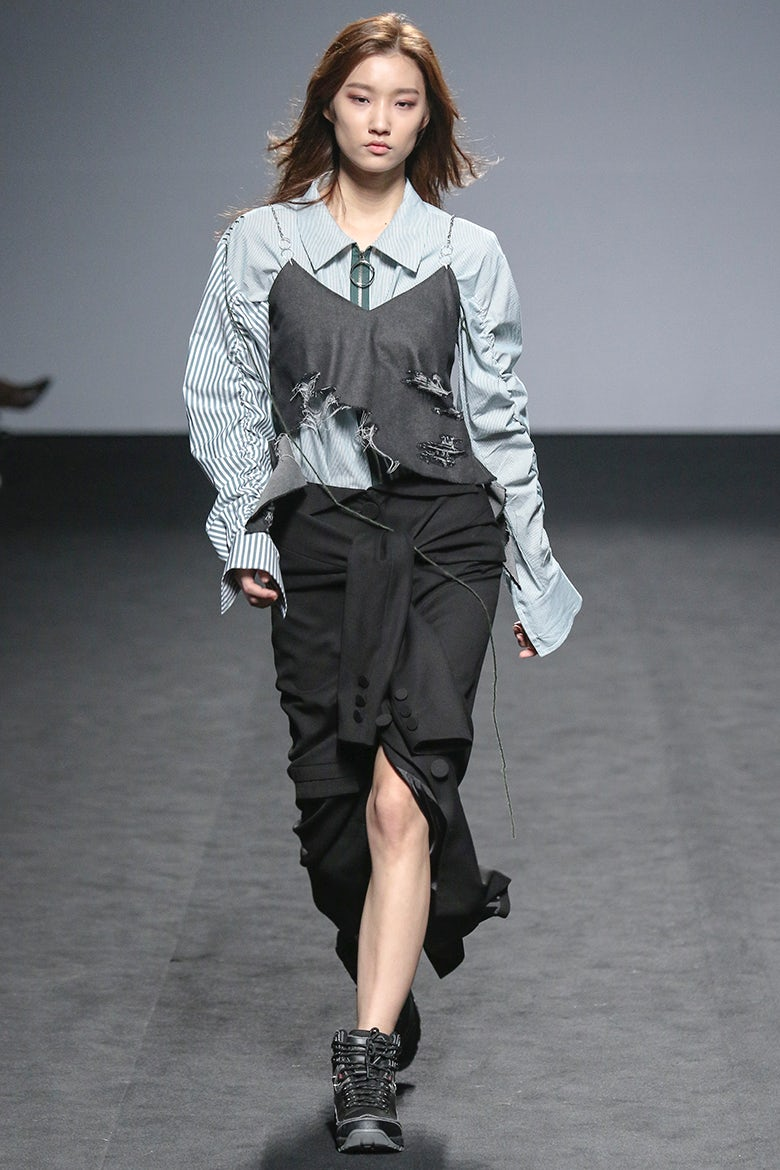 R Shemiste 2layer St Shirt Red Black: A Populist Approach At Seoul Fashion Week