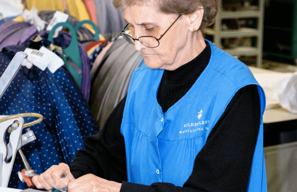79-year-old Marianna Aquista has been working at Brooks Brothers for more than 20 years | Photo: Carlos Jaramillo/ Bloomberg