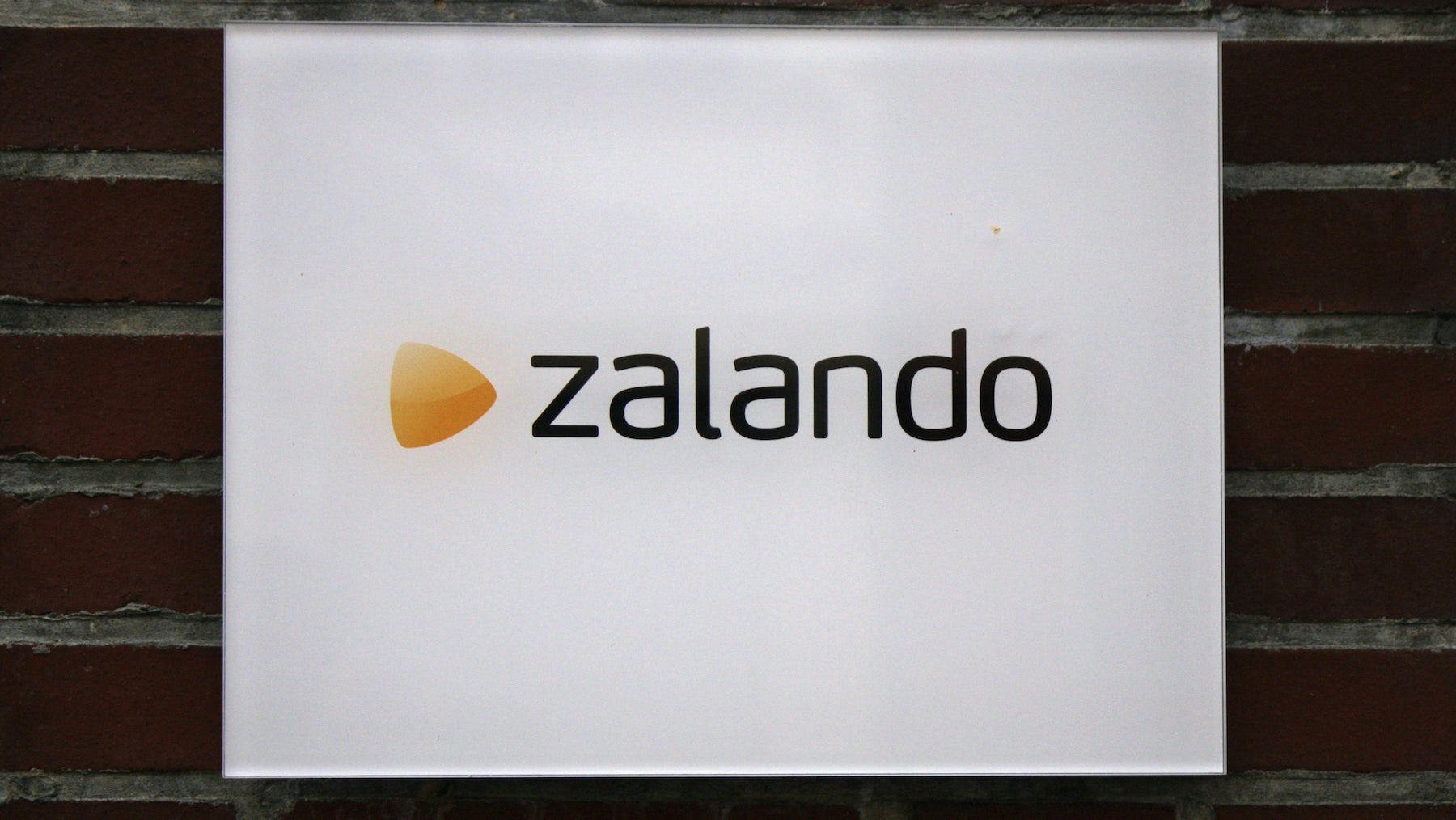 Zalando to Spend to Build Market Share This Year