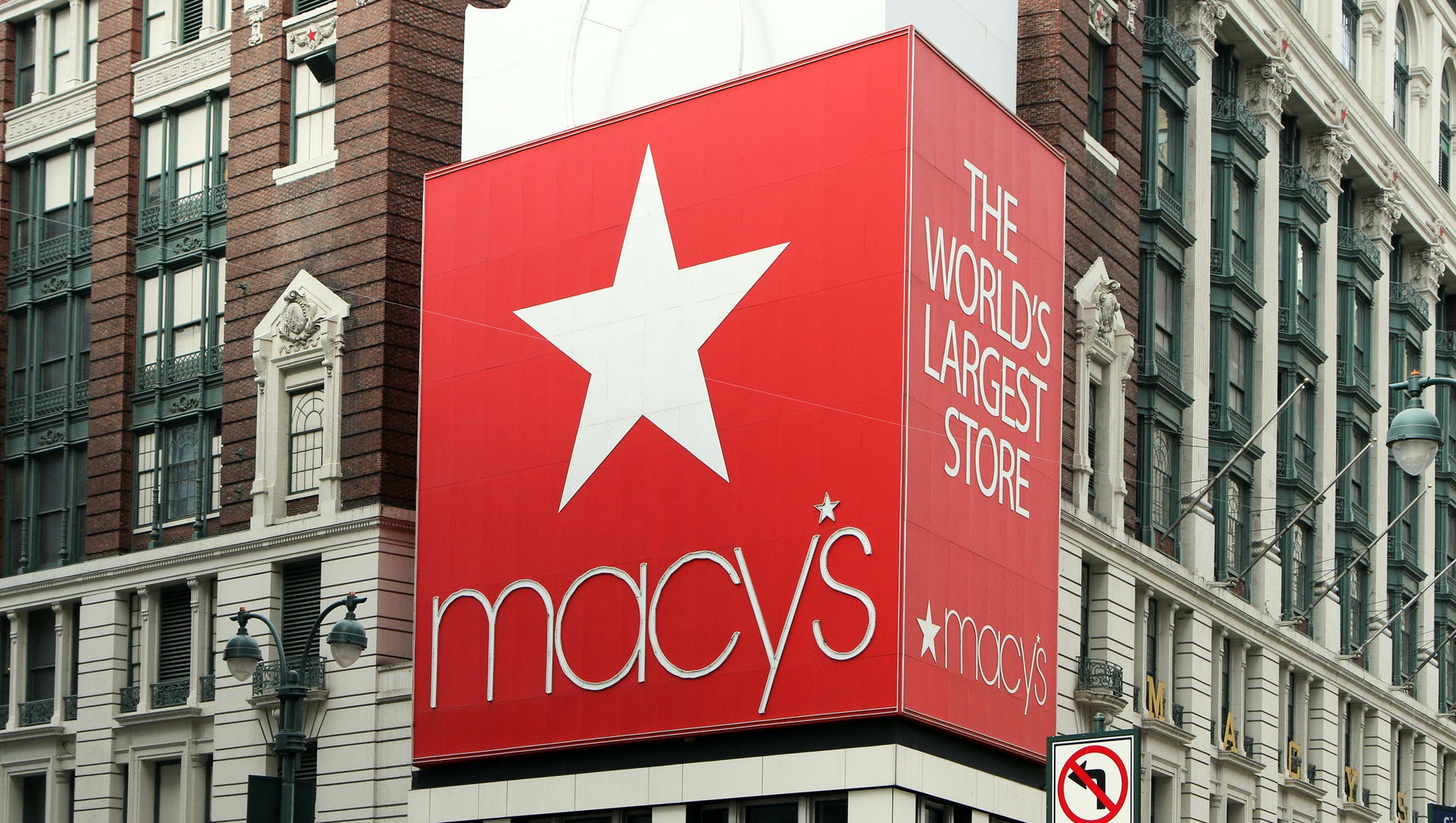Macy's Tops Fourth Quarter Profit Forecasts