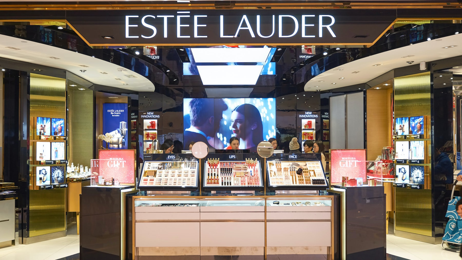 Article cover of Estée Lauder Extends Streak on Strength of Online, Holiday Sales