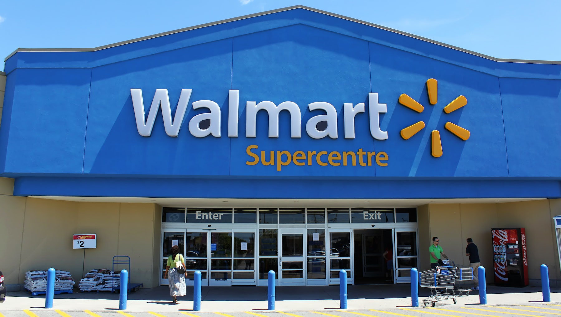 Wal-Mart Gives Tepid Outlook as Competition Mounts