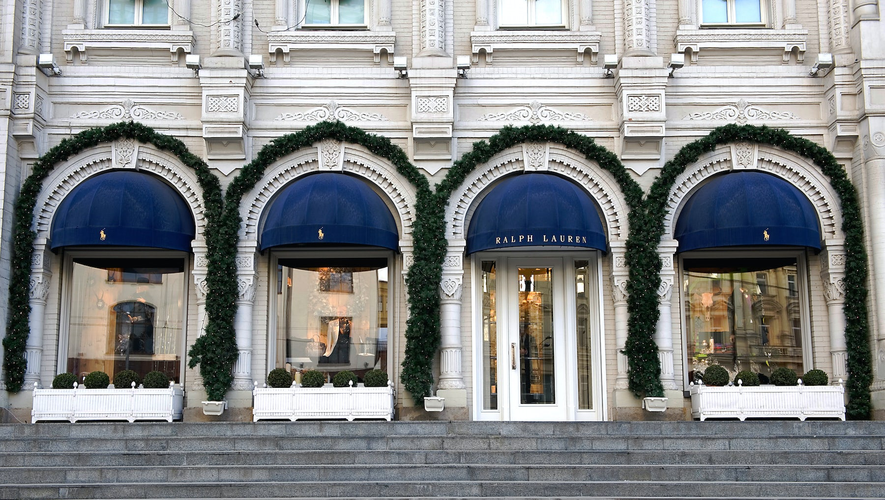 Ralph Lauren to Cut Jobs, Shops and Real Estate